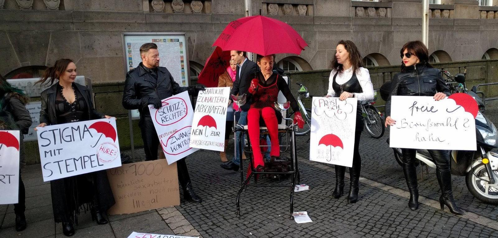 Protestaktion gegen Hurenausweis Berliner Prostituierte